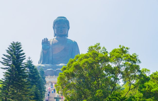 Giant buddha statue in hong kong ©mrsiraphol/Freepik
