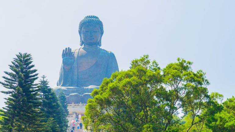 Giant buddha statue in hong kong ©mrsiraphol/Freepik